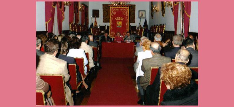 Presentación del libro Canarios en Campeche, Salón de Plenos del Ayuntamiento de La Laguna, 31 de marzo de 2005.